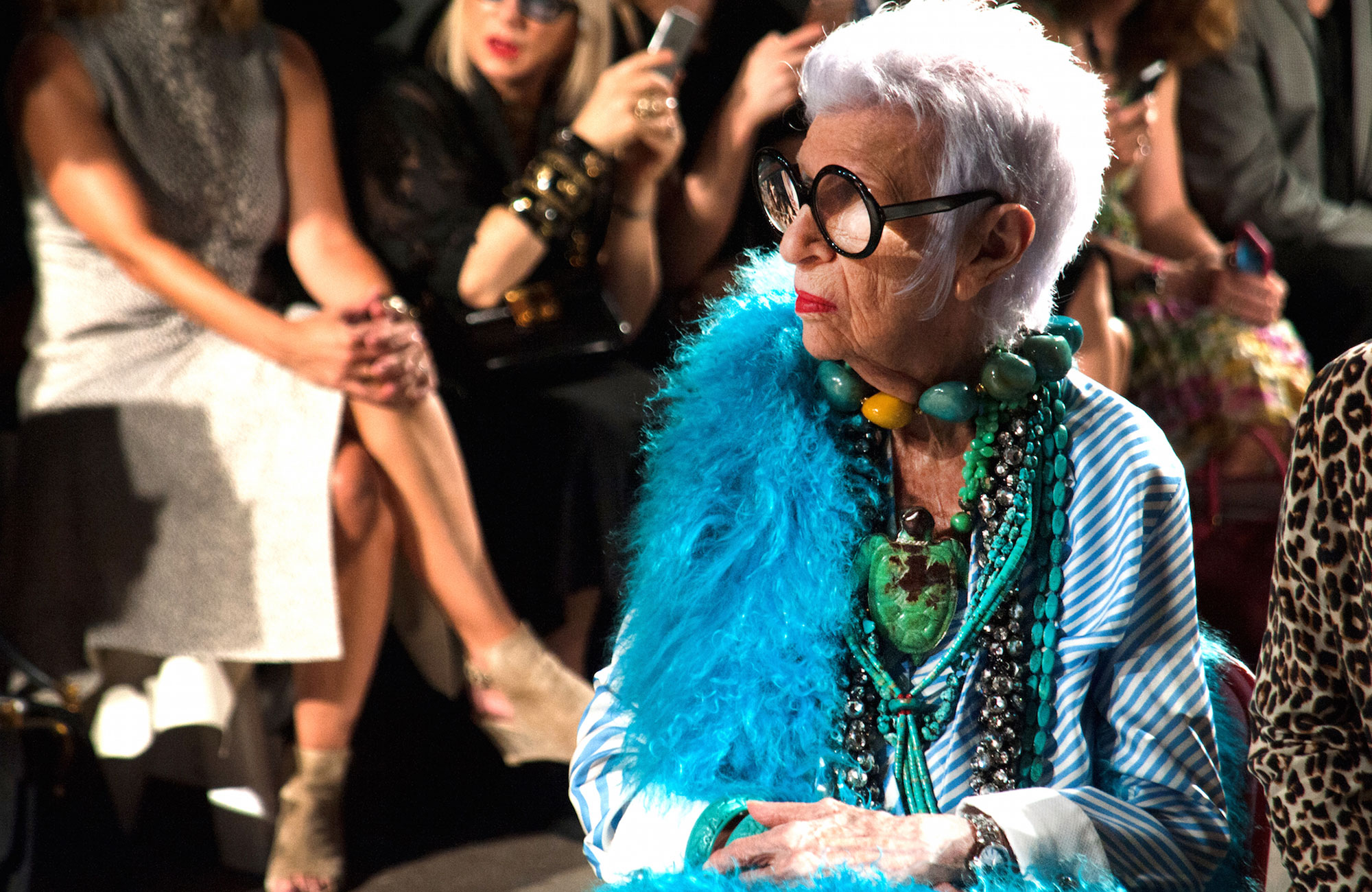 Iris Apfel, pendant le défilé Monse à New York, en septembre 2016. Photo: © Tag Heuer.