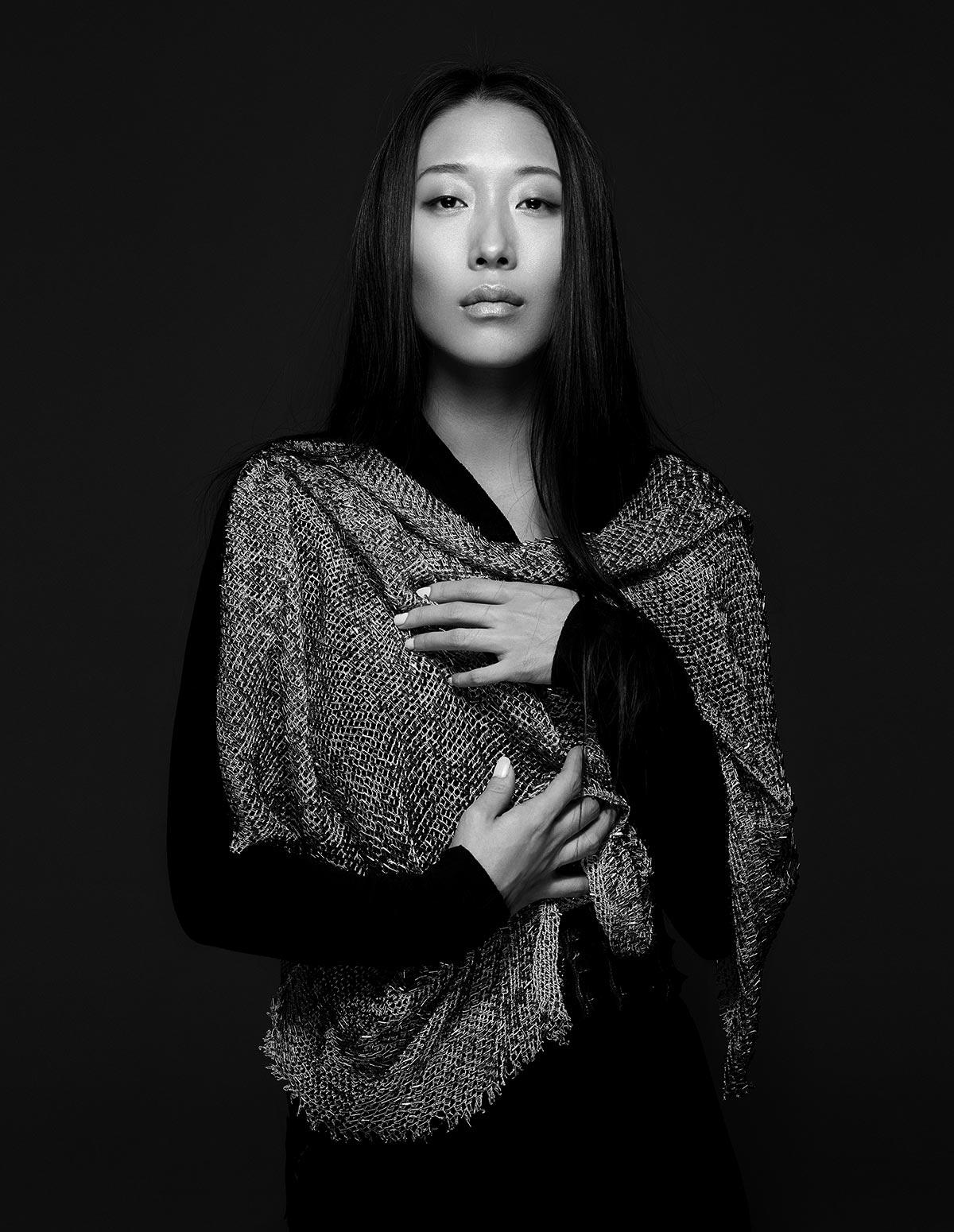 INTERVIEW– Portriat du créateur de mode, Yiqing Yin.